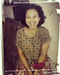 ini senyum Ibu ketika masih muda
